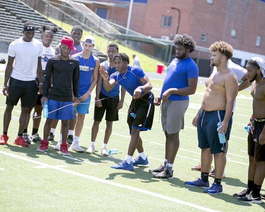 The philosophy behind the 4 4 defense in youth football friday pm blitz mississippi high schoolers endure air force training colts host youth camp with police iowa state players help tornado victims fandeluxe Gallery