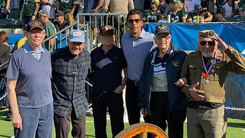 Donnie Edwards with WWII Vets